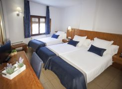 Triple Room: Hotel in Alcoy